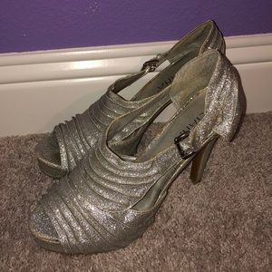 Shoes - 🍁Silver Heels